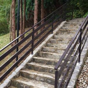 ALU ograja ob stopnicah | temno rjava